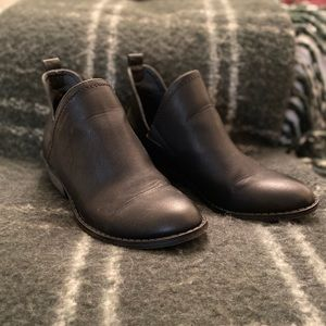 Universal Thread Black Ankle Booties Size 6